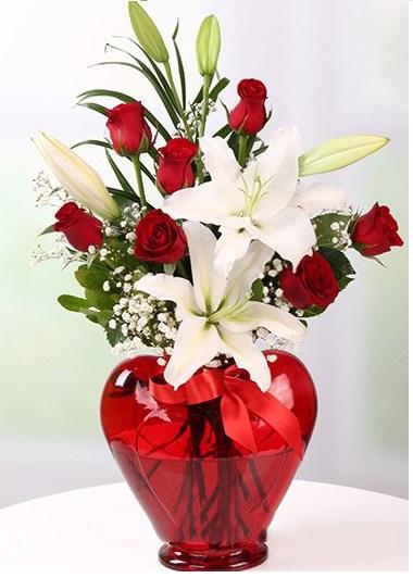 Vazo İçinde 7 Gül ve Lilyum Gaziantep Çiçekciler
