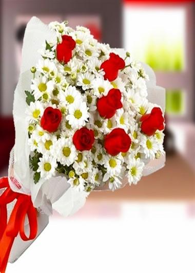 Papatya ve 7 Gül Gaziantep Çiçek Sepeti Siparişi